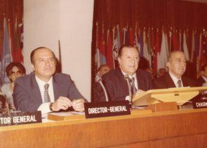 1979. Julio 12. En Roma, junto al Director General FAO Edouard Saouma y Hernán Santa Cruz en la Conferencia Mundial Reforma Agraria