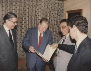 Rafael Caldera. 1992. Marzo, 23. Entrega al Presidente y Vice Presidente del Congreso del Proyecto de Reforma de la Constitución.