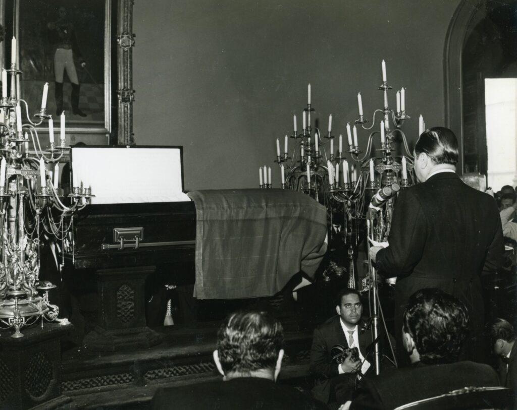 Funeral de Rómulo Gallegos. Habla el presidente Rafael Caldera.