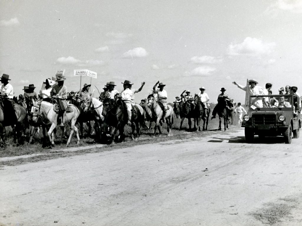 Rafael Caldera saluda a llaneros, 1958.
