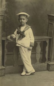 1920. Retrato de Rafael Caldera vestido de marinero.