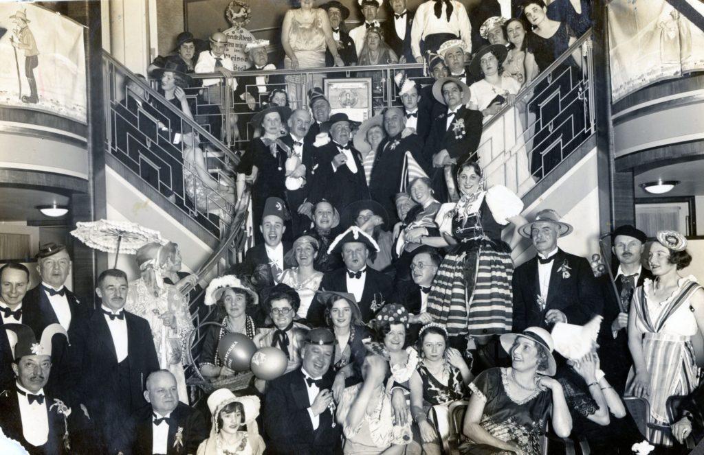 1934. Enero 17. Baile de máscaras en el buque SS Cordillera, de regreso a Venezuela.