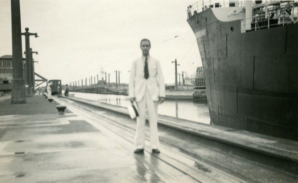 1935. Octubre, 12. Durante una visita al Canal de Panamá.