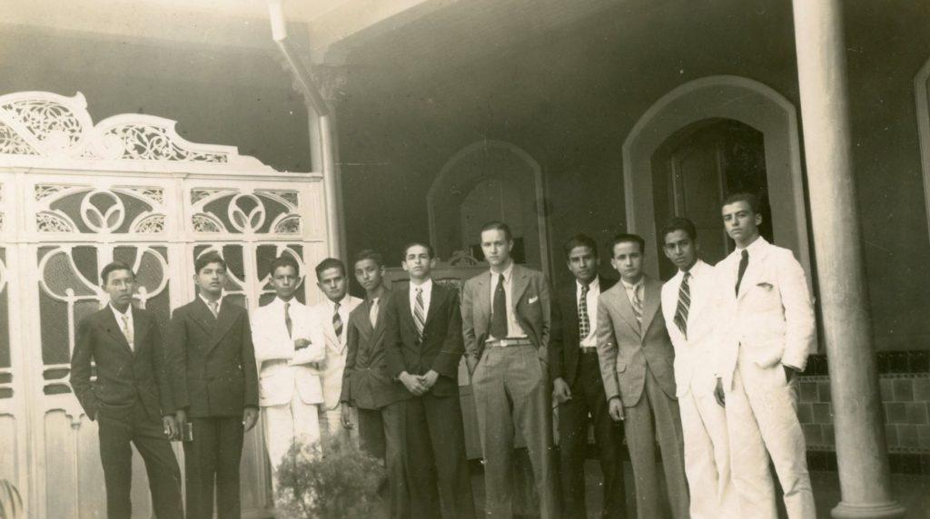 1936. La directiva de la Unión Nacional Estudiantil (UNE) de visita en Barquisimeto.
