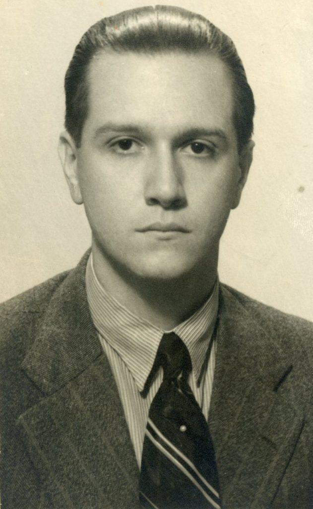 1936. Retrato por el Foto Studio Solá.