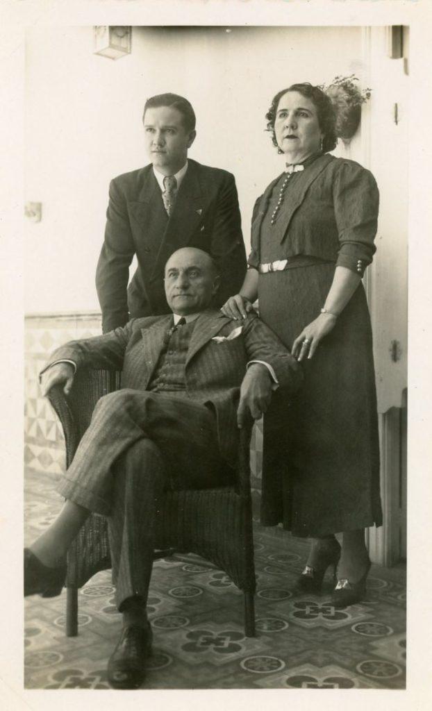 1936. María Eva y Tomás Liscano, sus tíos y padres adoptivos.