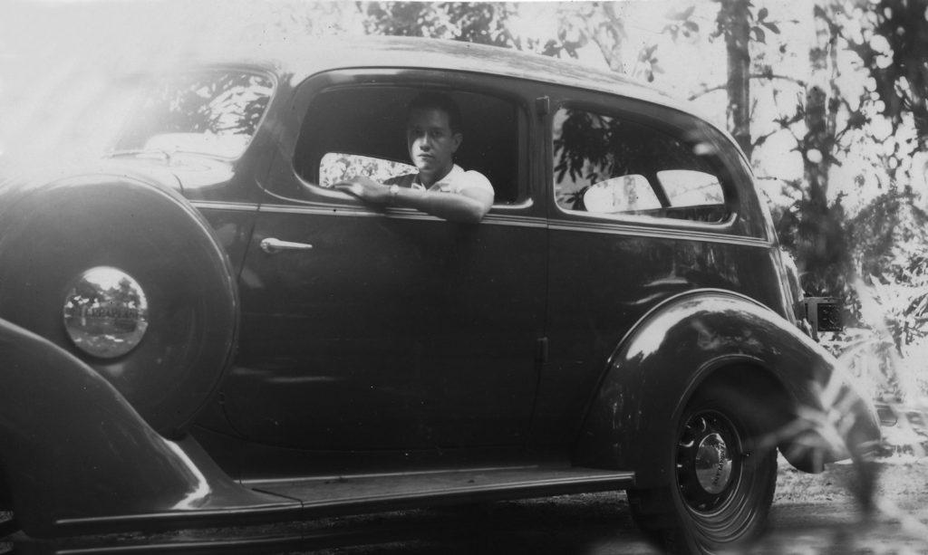 1936. Primer automóvil de Rafael Caldera.