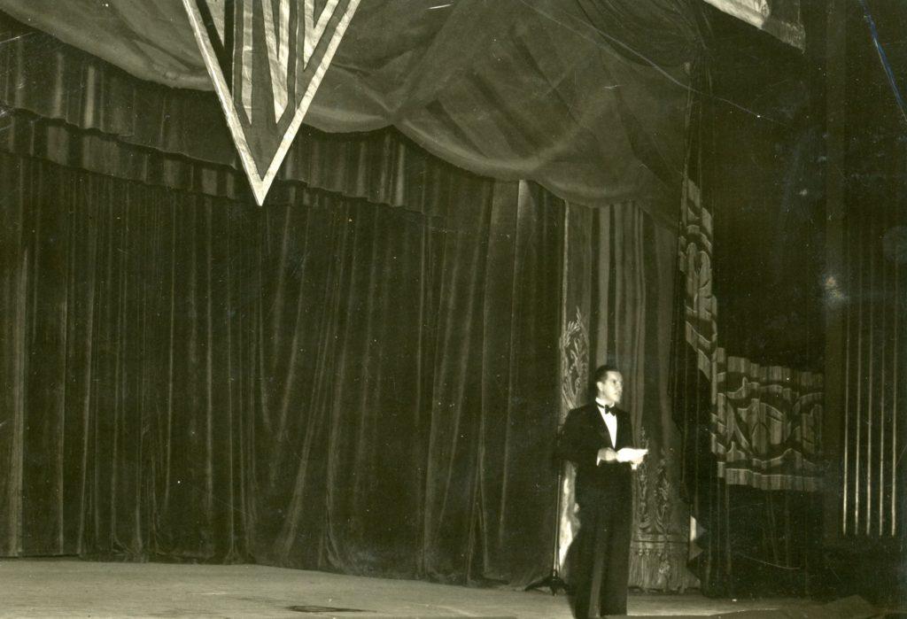 1937. Mayo, 8. Aniversario UNE en el Teatro Municpal.