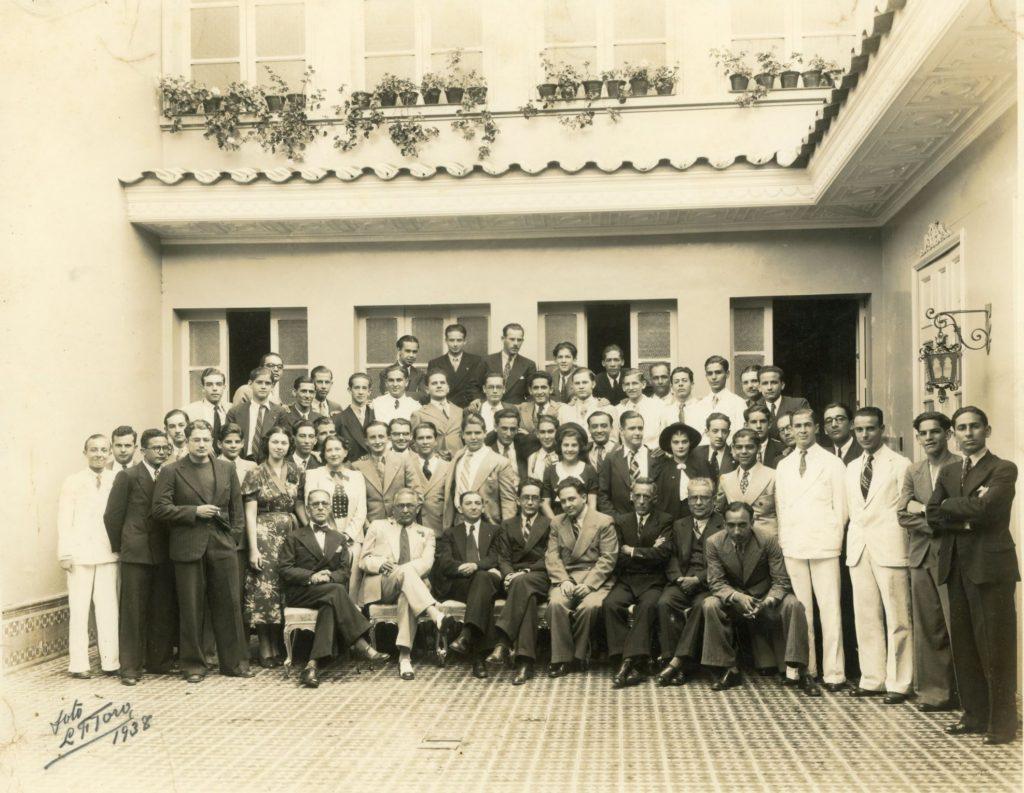 1938. El grupo de la UNE en casa del General Mibelli.