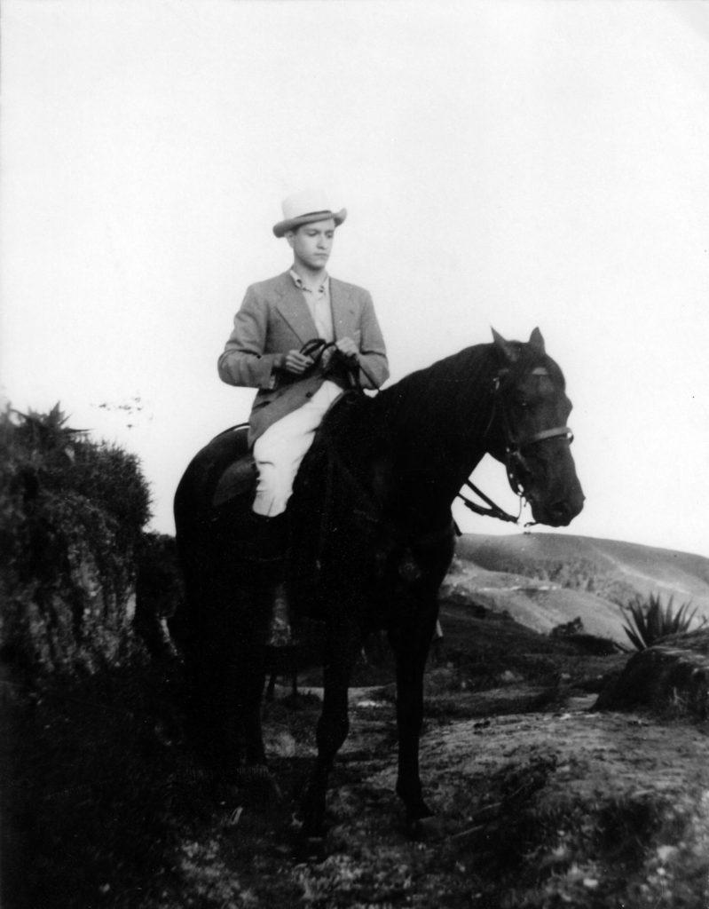 1938. Retrato ecuestre de Rafael Caldera.