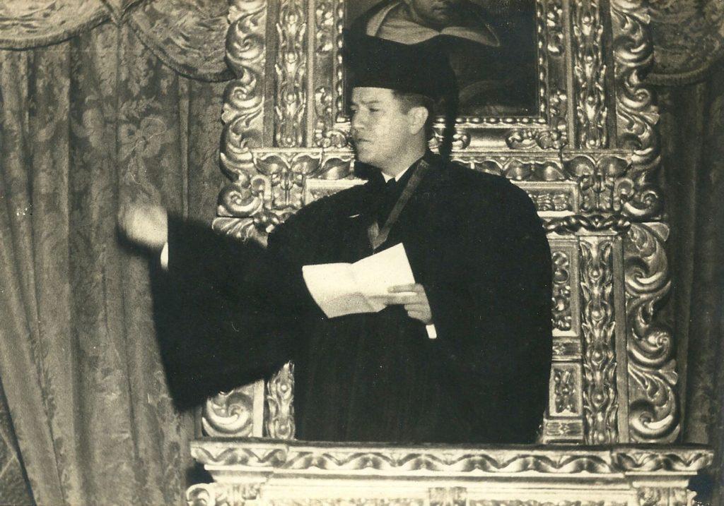 1939. Abril, 25. Grado de Abogado y Doctor en Ciencias Políticas, en el Paraninfo de la Universidad Central de Venezuela.
