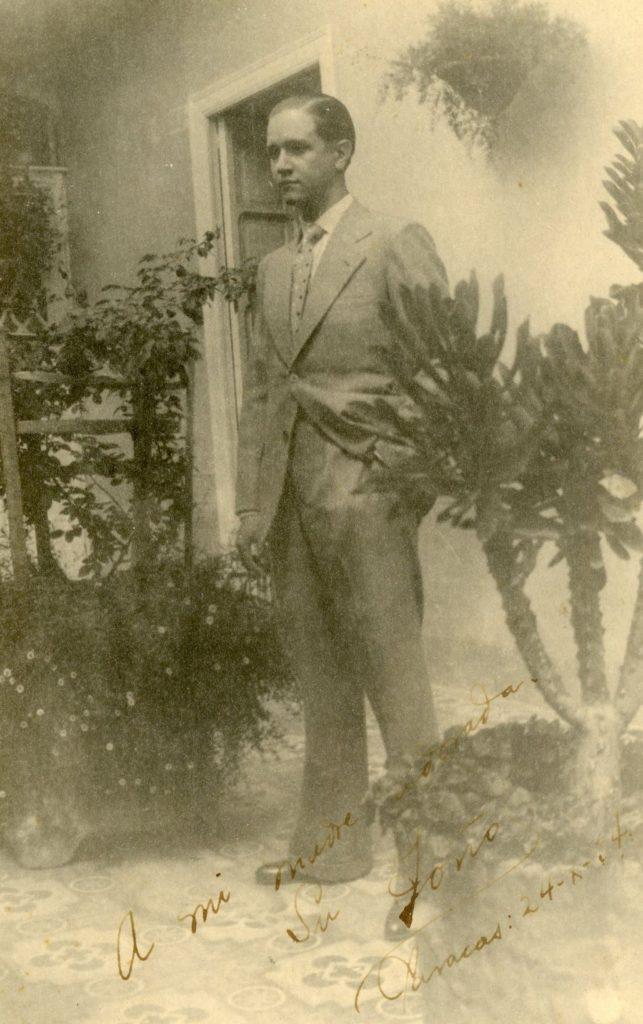 1940. Octubre, 24. Foto de Rafael Caldera «Dedicada a mi madre adorada».