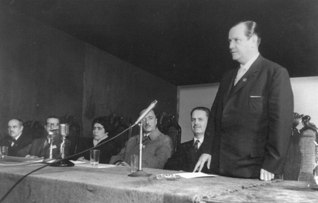 1959. Julio. V Congreso Latinoamericano de Sociología del Trabajo, en Montevideo, Uruguay.