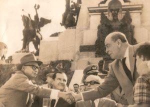 1960. Marzo, 5. Promulgación de la Ley de Reforma Agraria en el Campo de Carabobo. Aparecen Rómulo Betancourt, Jóvito Villalba y Rómulo Gallegos.