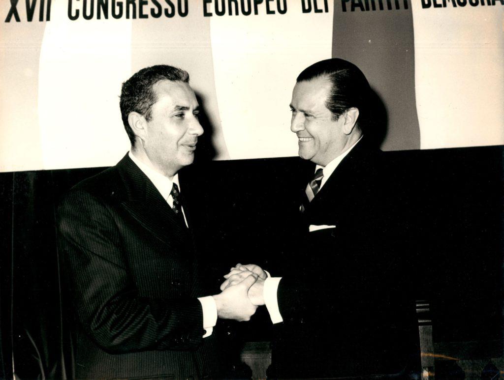 1965. Diciembre, 9. Rafael Caldera y el primer ministro de Italia, Aldo Moro, en la celebración del XVII Congreso Europeo de la Democracia Cristiana.