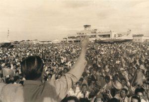 1967. Noviembre. Mitin en el Aeropuerto Grano de Oro, Maracaibo.