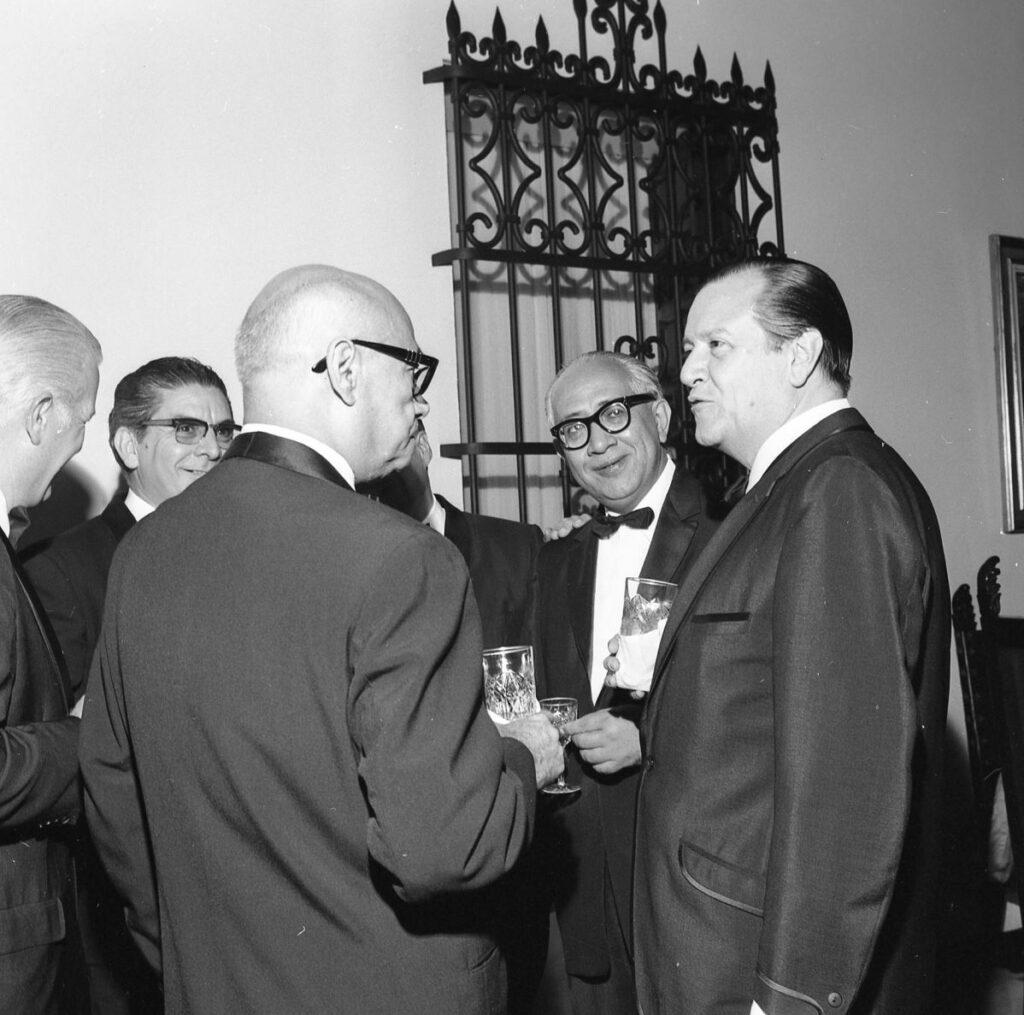 1969. Marzo, 25. Cena de gala en La Casona en honor del presidente saliente Raúl Leoni, su esposa Menca y su Gabinete.