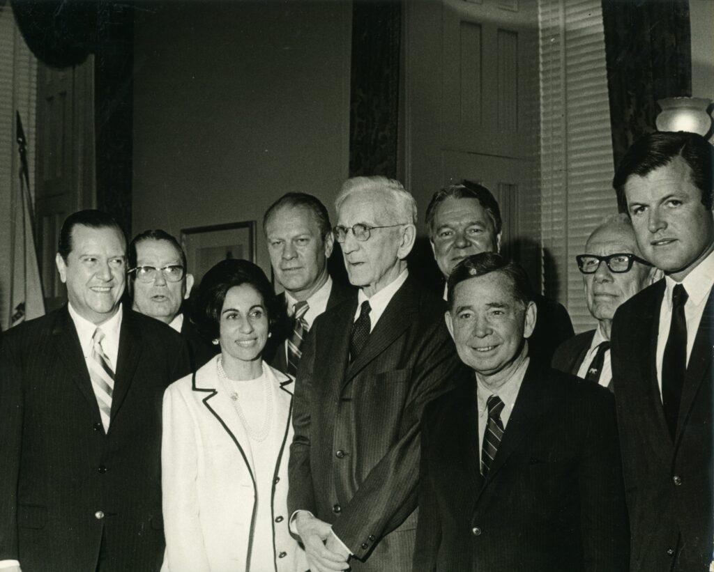 1970. Junio, 4. En el Congreso de USA, acompañado de Gerald Ford, Edward Kennedy y John Mc Cormack, speaker de la Cámara.