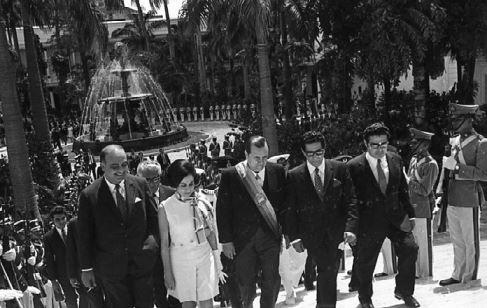 1970. Marzo, 11. En compañía de los parlamentarios Jaime Lusinchi, Edecio La Riva y Pedro Pablo Aguilar.