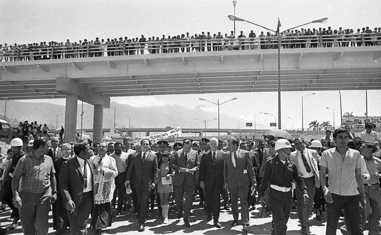 1970. Marzo, 31. Inauguración del tramo de autopista La Araña-Antímano.