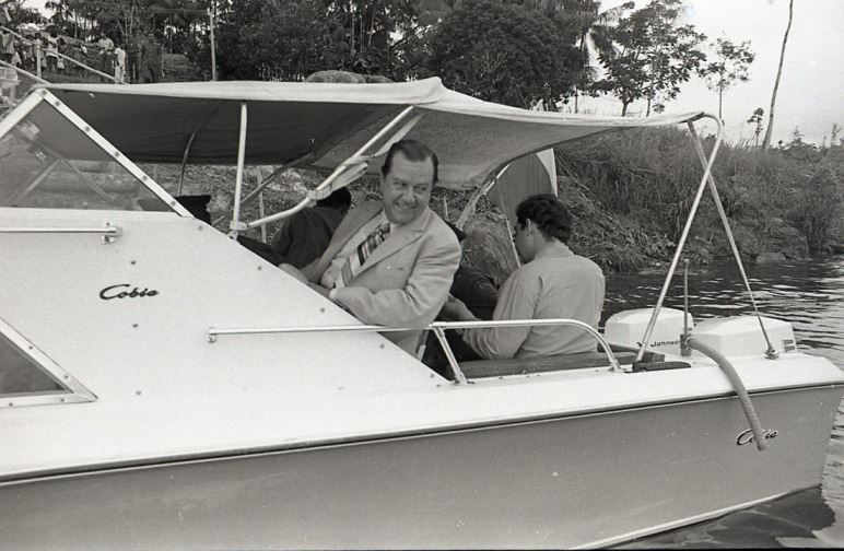 1971. Abril, 18. Gira administrativa por Amazonas. Lo acompaña el gobernador Enrique Ramos Cordero.