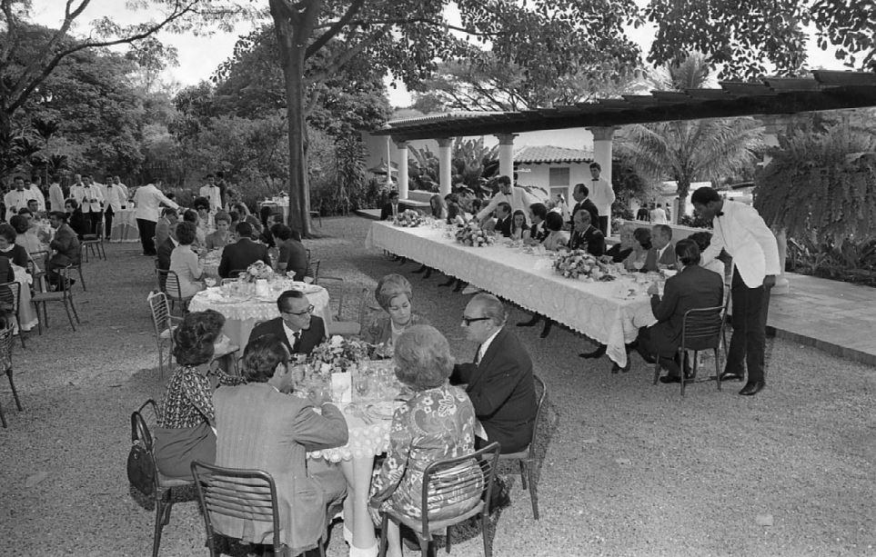 1971. Diciembre, 16. Matrimonio de Alicia Helena Caldera Pietri y Fernando Araujo Medina, en la intimidad, en La Casona.