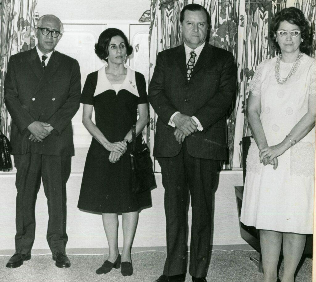 1971. Febrero, 3. Con Ligia y Ramón J. Velázquez, en una visita a la motonave Venezuela.
