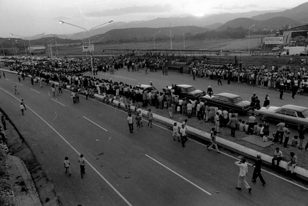 1971. Junio, 24. Inauguración de la autopista Valencia-Campo de Carabobo, en el sesquicentenario de la batalla.