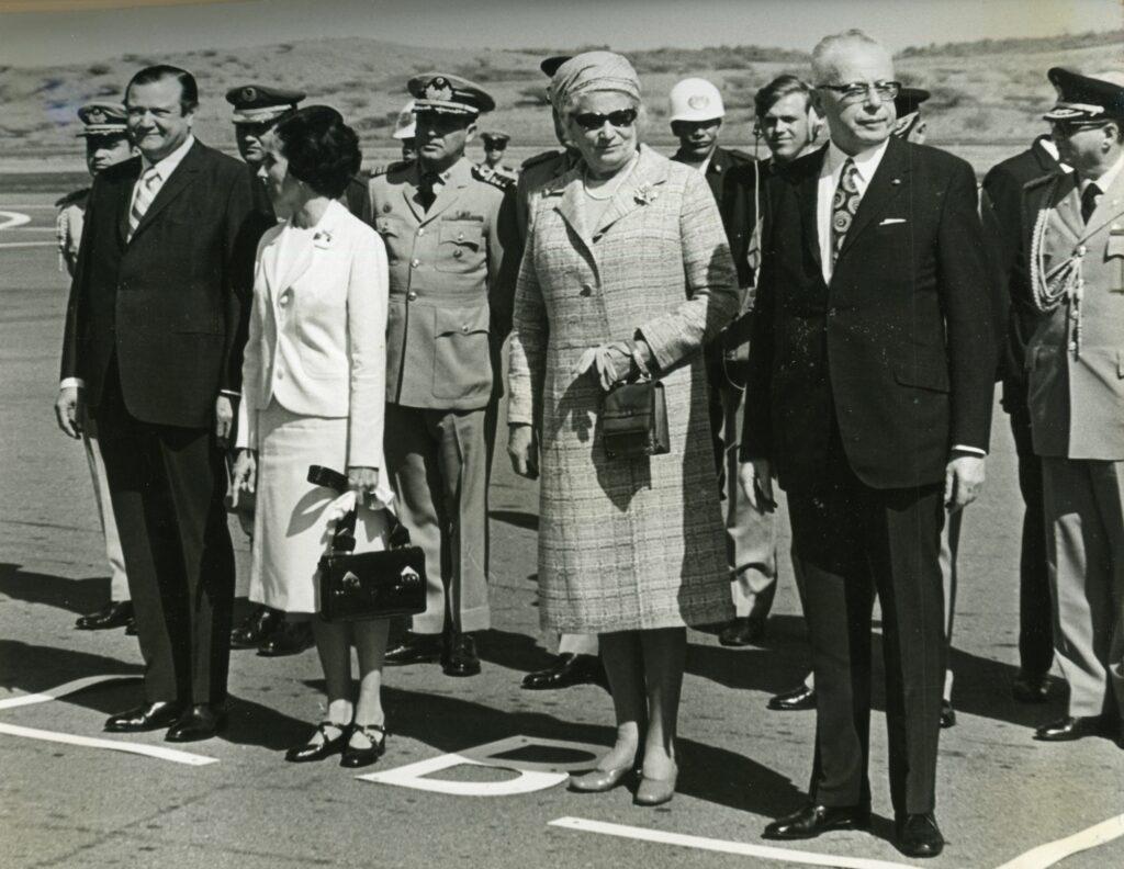 1971. Marzo, 22. Bienvenida al presidente de Alemania, Gustav Heinemann y señora, en el aeropuerto de Maiquetía.