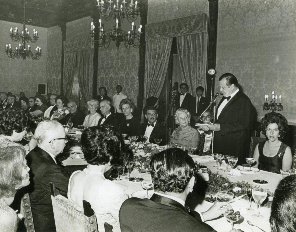 1971. Marzo, 22. Cena de gala ofrecida en honor de Gustav Heinemann y señora en la Casa Amarilla.