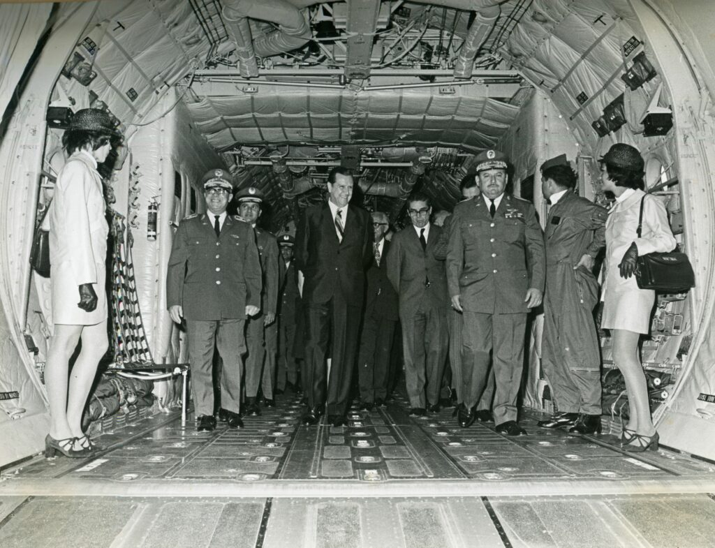1971. Marzo, 25. Bautizo de aviones C-130 en la base aérea Generalísimo Francisco de Miranda en La Carlota, Caracas.
