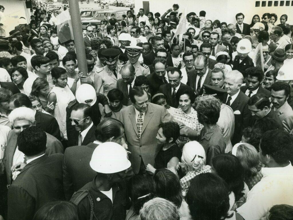 1971. Mayo, 15. Inauguración de bloques del Banco Obrero en Mamera.