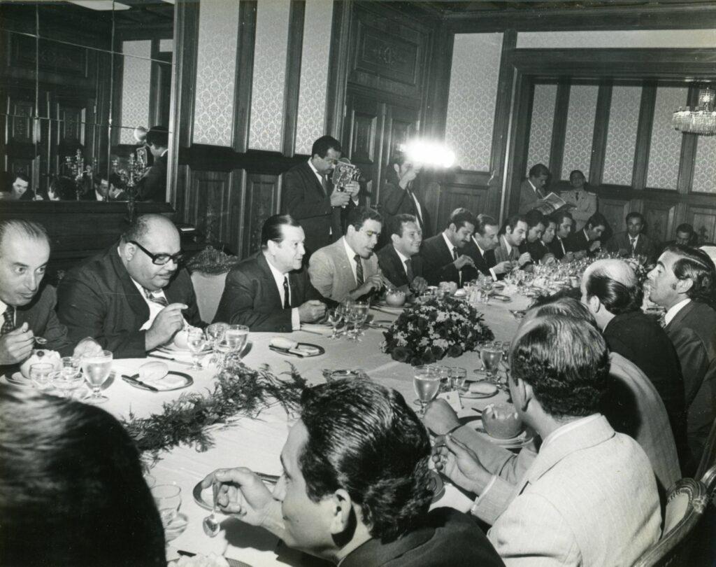 1971. Mayo, 28. Almuerzo ofrecido a los periodistas que cubren la fuente del Palacio de Miraflores.