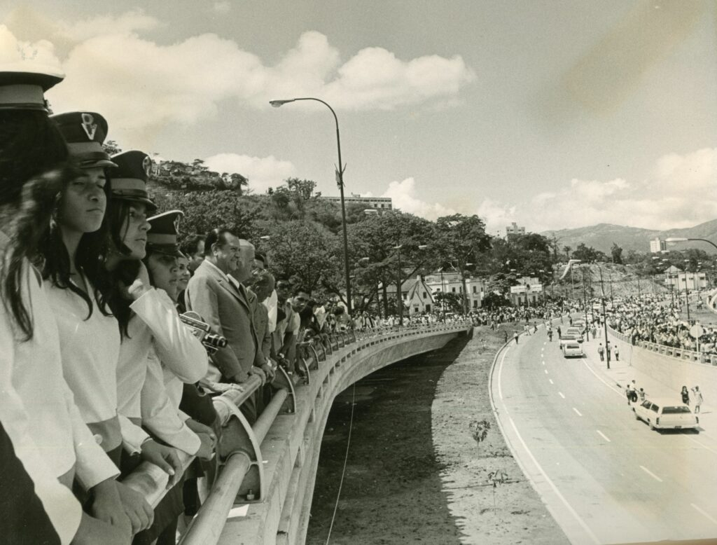 1971. Octubre, 24. Inauguración del Distribuidor Baralt en la autopista Francisco Fajardo.