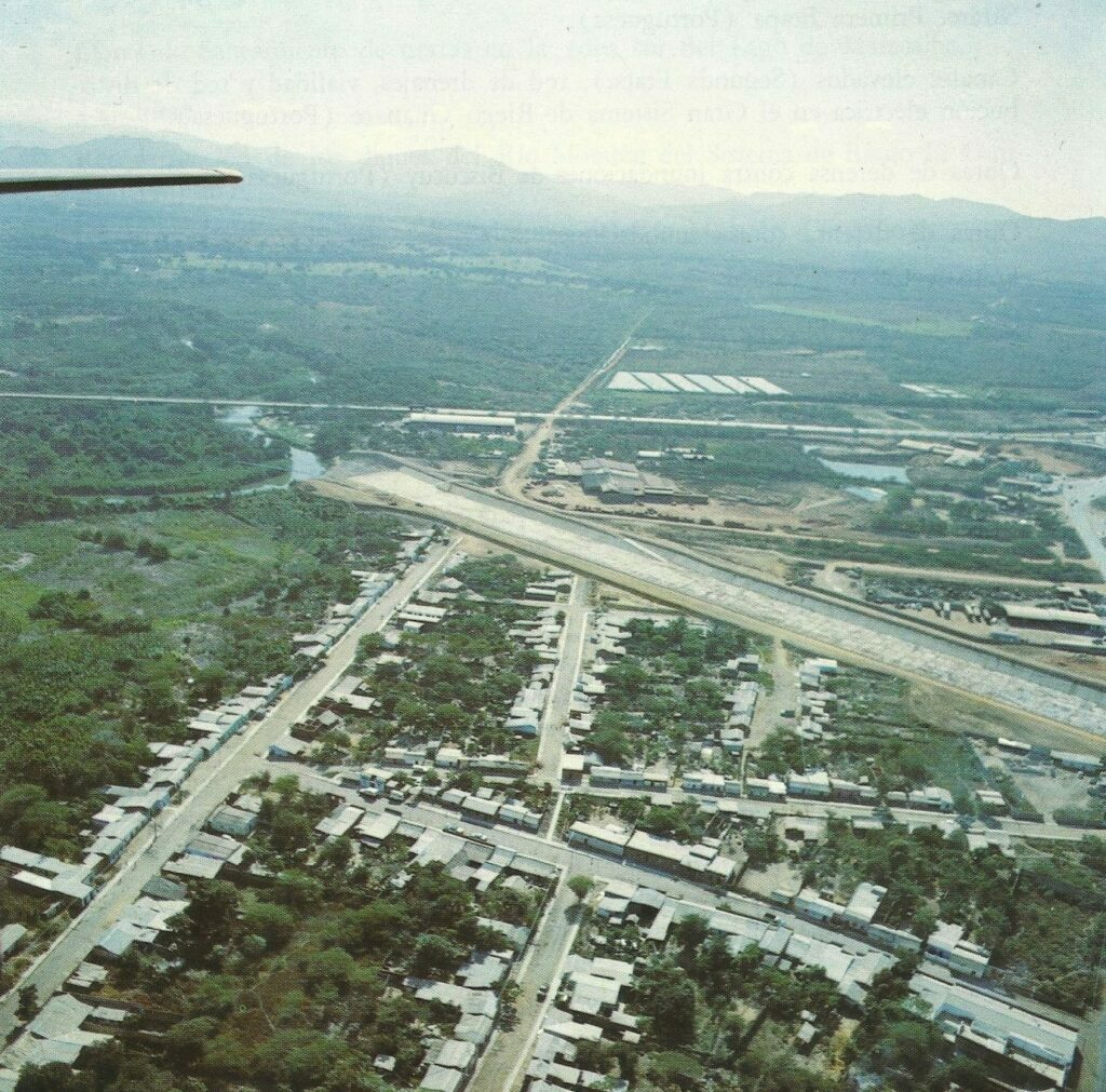 1971. Septiembre. Inauguración del Canal de alivio del río Neverí, Barcelona, estado Anzoátegui.