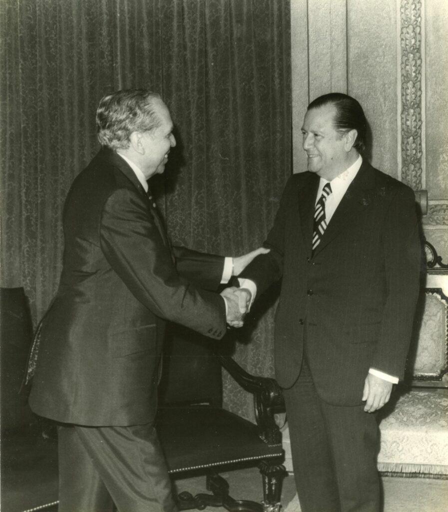 1972. Abril, 21. Encuentro y almuerzo en Miraflores con Arturo Uslar Pietri.