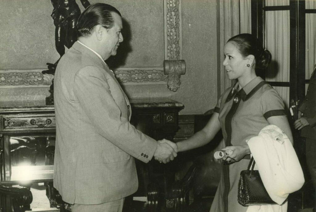 1972. Enero, 4. Audiencia en el Palacio de Miraflores con Yolanda Moreno, la bailarina del pueblo venezolano.