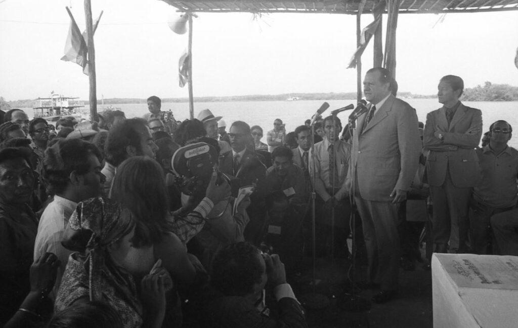 1972. Octubre, 11. Inicios de los trabajos del puente sobre el río Limón, La Guajira.