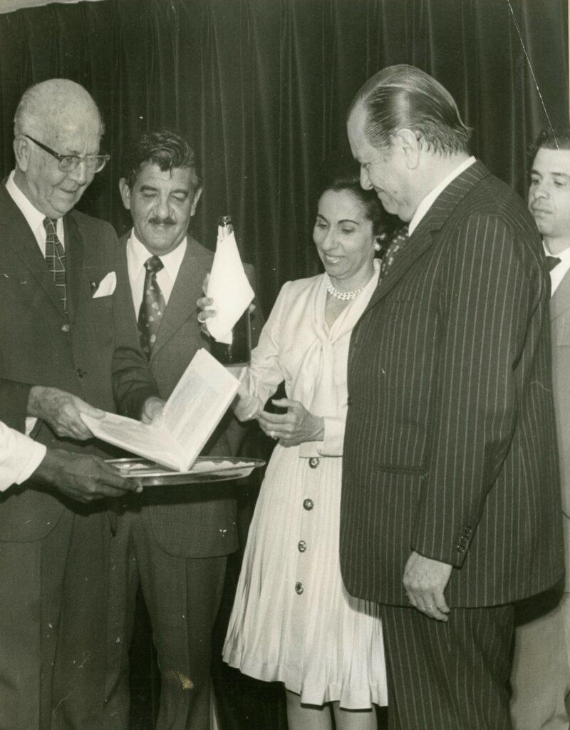 1973. Diciembre, 30. Presentación de la tercera edición de Moldes para la Fragua, en compañía de Augusto Mijares y José Antonio Pérez Díaz.