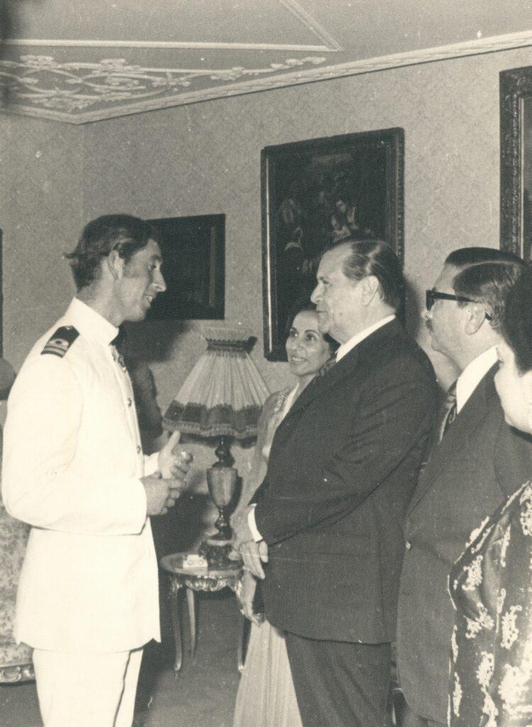 1973. Encuentro con el Príncipe Carlos de Inglaterra en Maracaibo, en compañía del gobernador Hilarión Cardozo.