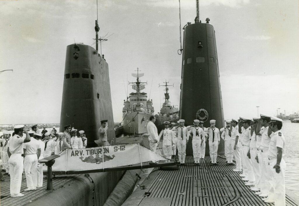 1973. Enero, 6. Visita al submarino El Tiburón en el Puerto de La Guaira.