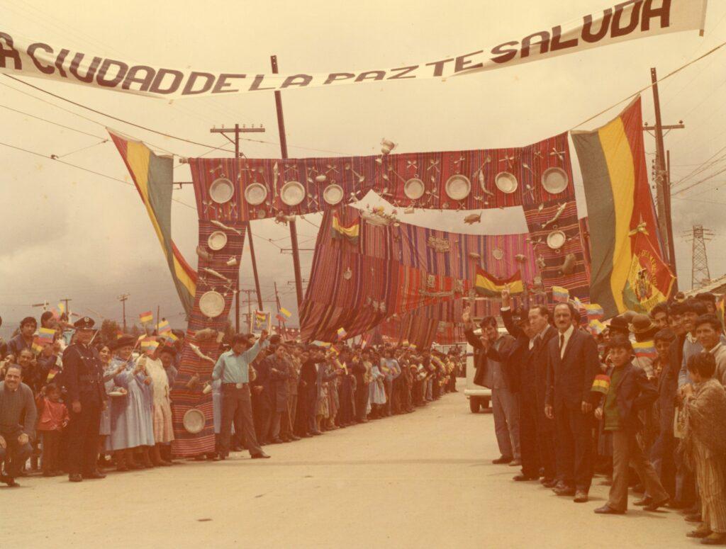 1973. Febrero, 11. Recibimiento en la ciudad de La Paz, Bolivia, en la gira al Sur de América Latina.