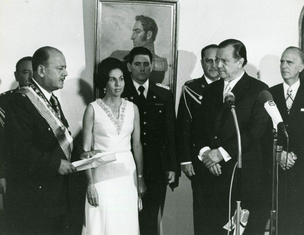 1973. Febrero, 12. Encuentro con Juan Velasco Alvarado, presidente del Perú, en Lima, en su gira al Sur de América Latina.