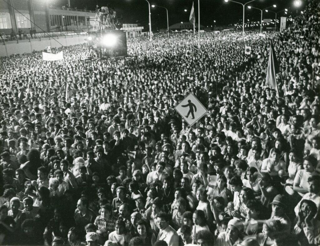 1973. Febrero, 13. Recibimiento multitudinario en el aeropuerto de Maiquetía.