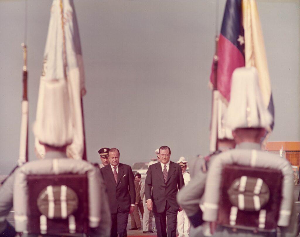 1973. Julio, 24. Celebración del Sesquicentenario de la Batalla Naval del Lago de Maracaibo, en compañía del presidente de Colombia, Misael Pastrana Borrero.