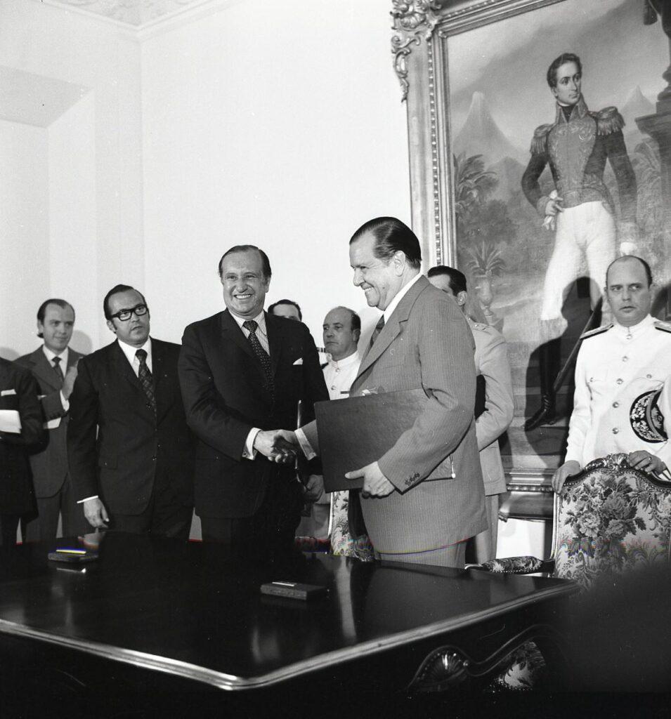 1973. Julio 24. Con el presidente de Colombia Misael Pastrana Borrero en Maracaibo