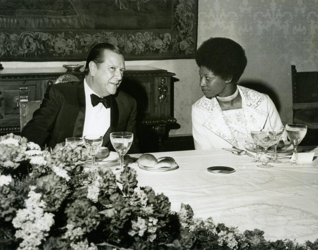 1973. Marzo, 28. Cena de gala en honor del primer ministro de Jamaica, Michael Manley y su señora en la Casa Amarilla.