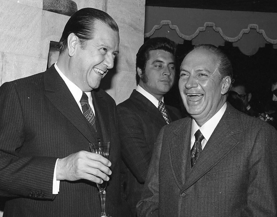 1973. Mayo, 25. Con Lorenzo Fernández en la Embajada Argentina, con motivo de la toma de posesión de Campora.