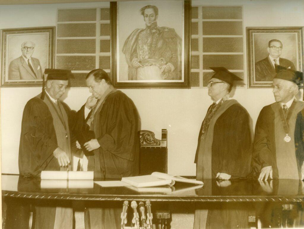 1973. Mayo, 31. Otorgamiento del Doctorado Honoris Causa de la Universidad Santa María.