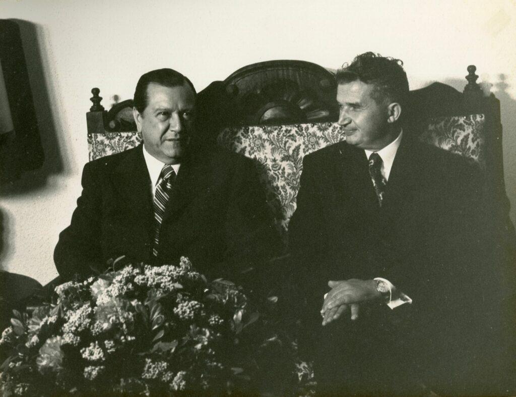 1973. Septiembre, 7. Encuentro con el presidente de Rumania, Nicolae Ceausescu, en la Viñeta, residencia oficial para Jefes de Estado visitantes, en el marco de su visita oficial a Venezuela.